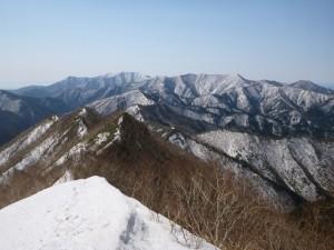 ⑬900mから南の豊似岳方面を望む