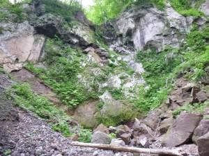 途中に引っかかっている岩があるのでちょっと心配?いずれは問題なさそうだけれど・・・