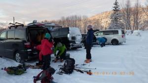今回はSさんの山スキー個人入門でして、最初に雪崩トランシーバーのサーチ訓練です。