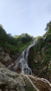 970二股の滝。右岸の危ういガレ場から巻きましたが、ここも危うかった