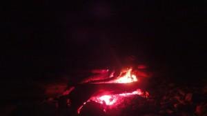 夜は寒くもなく、焚火に癒され就寝