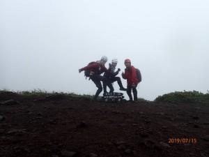 ガスガスしけしけの頂上で何も見えませんでしたが、楽しかったのでヨシ!