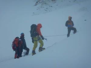 登攀志向のI君も氷雪入門から。H君は色んな方の協力を得て装備揃いました