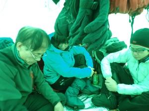 冬のテント生活も課題のひとつ。先ずは整理整頓から