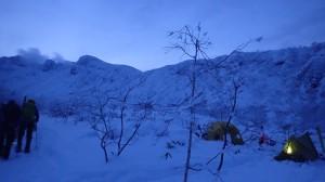 2日目の朝。6時出発。5パーティーが三段山へ。2パーティーはカミホロへ